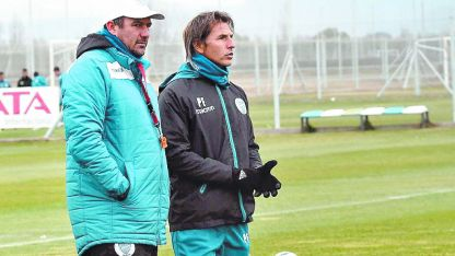 Diego Dabove sigue de cerca los trabajos físicos del plantel tombino.