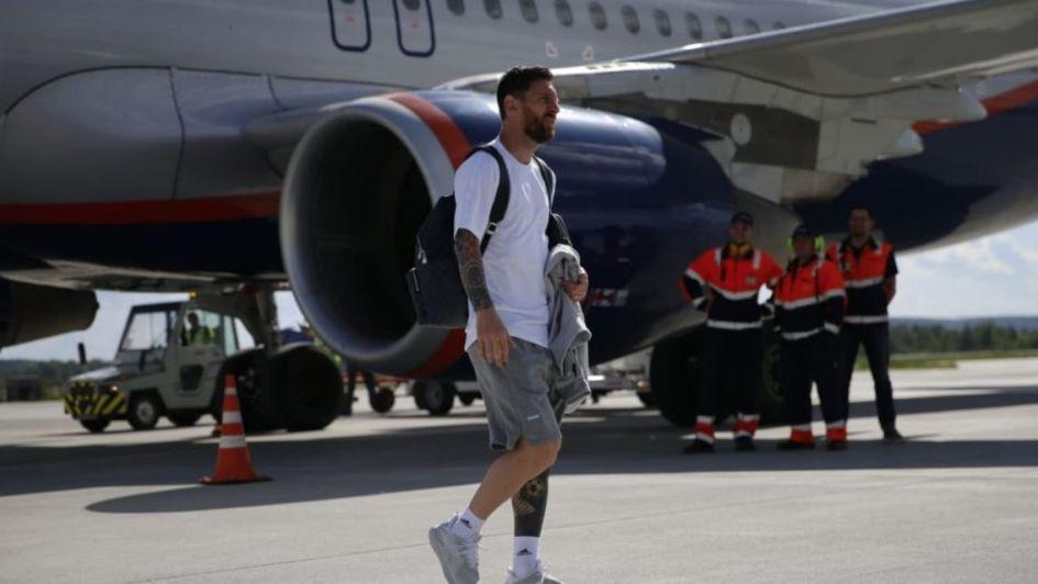 Argentina se instaló en Nizhni y Messi fue el único que paró para las fotos con los fans