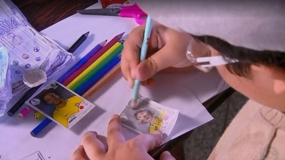 Nene dibujó sus propias figuritas: no tenían para darle dinero