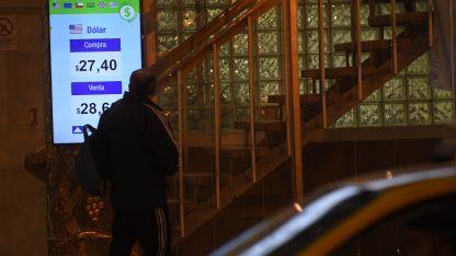 En Mendoza el billete verde cerró a $ 28,60; en Buenos Aires a $ 27,75.