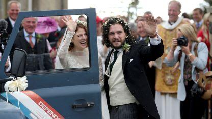 Los actores, ambos británicos de 31 años de edad, que se conocieron durante la filmación de la serie en 2012 en Islandia.