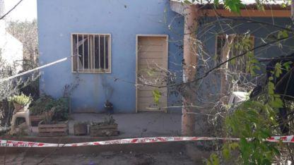 La Policía encontró el cuerpo de la joven en una de las habitaciones de su precaria casa.