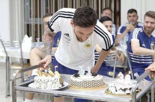 Leo festejó junto a sus compañeros su cumpleaños 31.
