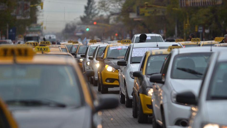 En medio del paro, los taxistas en San Rafael protestaron contra el desembarco de Uber