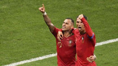 Quaresma y CR7 festejan el gol portugues.
