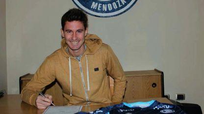 Así se mostró Daniel Imperiale cuando llegó el momento de firmar su contrato.