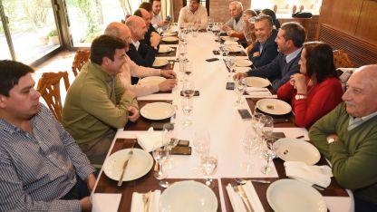 El gobernador almorzó este miércoles con los intendentes radicales y aliados