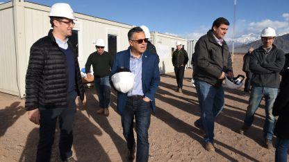 Ayer el gobernador Alfredo Cornejo visitó la construcción de una planta industrial en Luján de Cuyo.