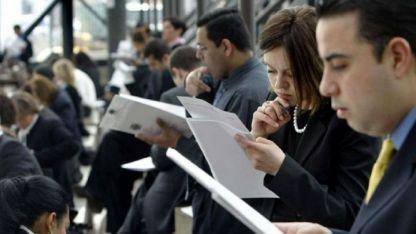 Según la Encuesta de Indicadores Laborales el empleo registrado en mayo cayó 0,4%.
