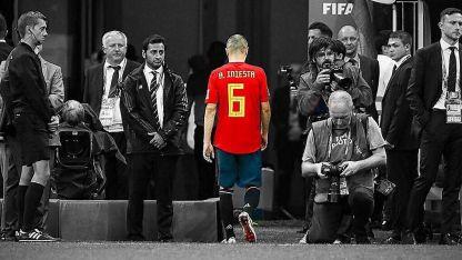 Iniesta en su última imagen como jugador de la selección española.
