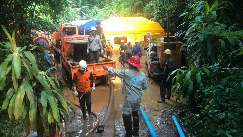Hallan con vida a niños en cueva de Tailandia — ÚLTIMA HORA