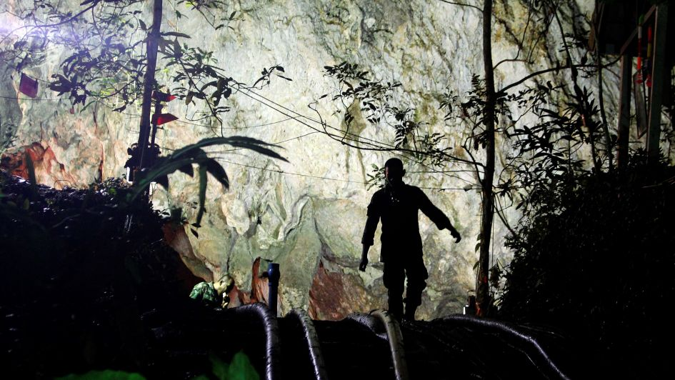 Milagro en Tailandia: hallan vivos a los niños perdidos en una cueva