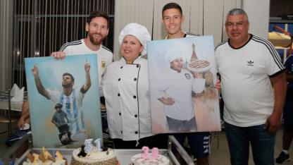 Pérez tiene una coincidencia con Messi: cumplen años el mismo día.