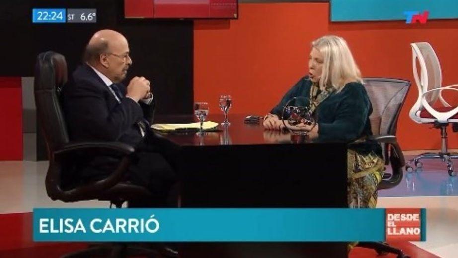 Para superar la crisis, Carrió aconsejó apagar la tele y dar propina