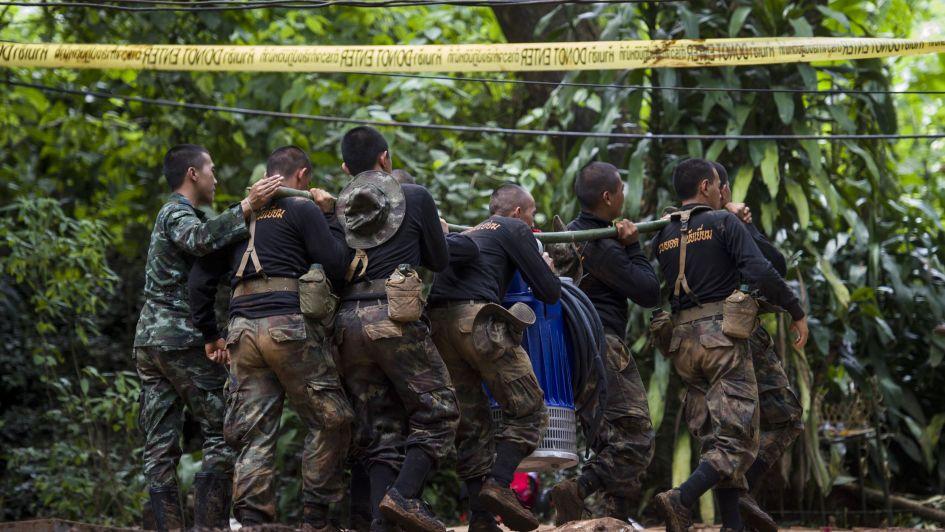 Complicado rescate de los chicos atrapados en una cueva de Tailandia