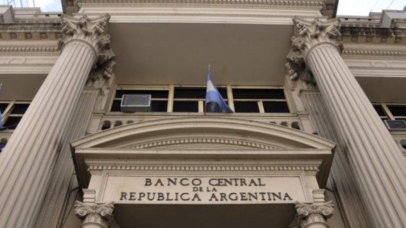 El Central mantuvo la tasa y recortará los pesos circulantes
