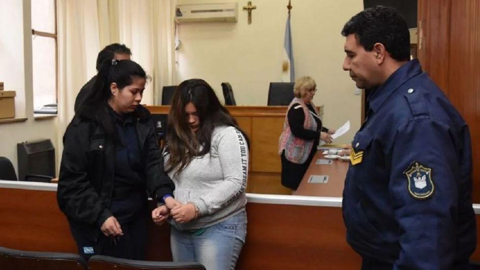 Condenaron a prisión perpetua a una joven de 20 que mató a su bebé en San Juan