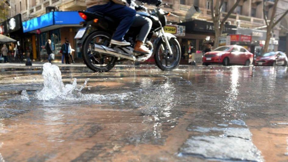 Habr cortes de agua por la rotura de un cao en el Centro