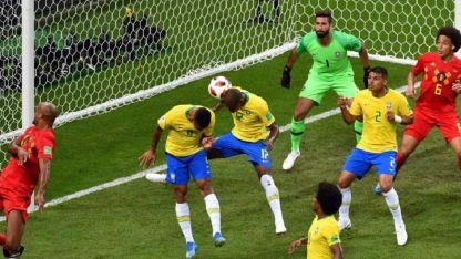 Con este gol en contra de Fernandinho comenzaba la debacle brasileña.