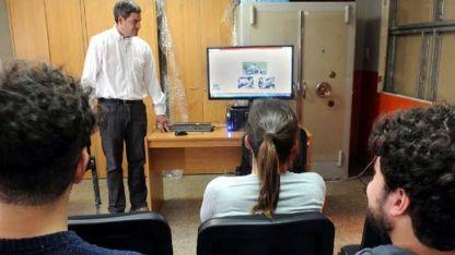 Diego Fernández dicta un curso vial en la sede de Guaymallén.