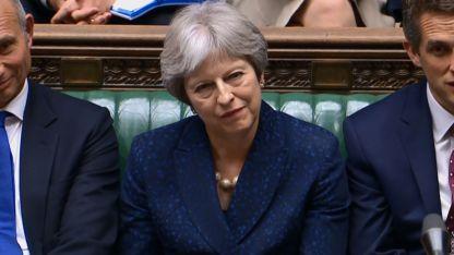 El gobierno de Theresa May cada vez más débil frente al Brexit: le renunciaron 2 ministros.