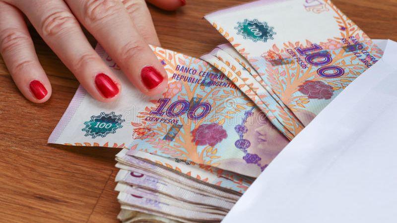 Ponen fin a las sumas no remunerativas: todo aumento salarial deberá estar en blanco