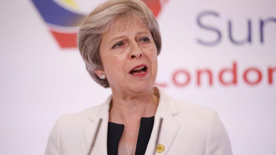 """May se aferra al cargo y promete una salida """"suave y ordenada"""" tras el Brexit"""