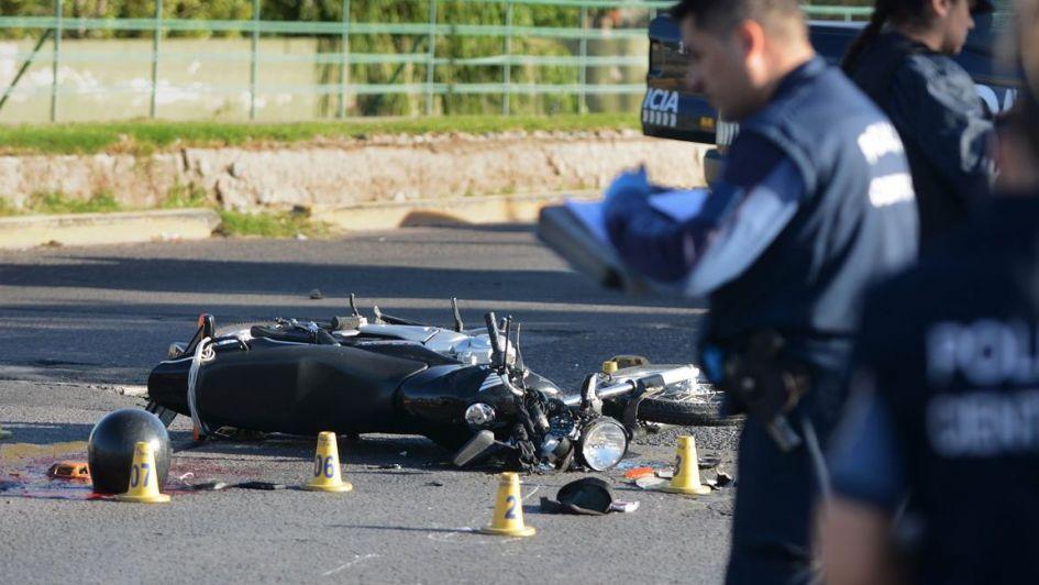 Murió un motociclista tras chocar con una camioneta en San Martín