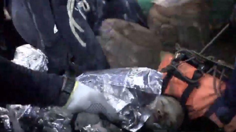 Revelaron el primer video del rescate de los niños de la cueva de Tailandia