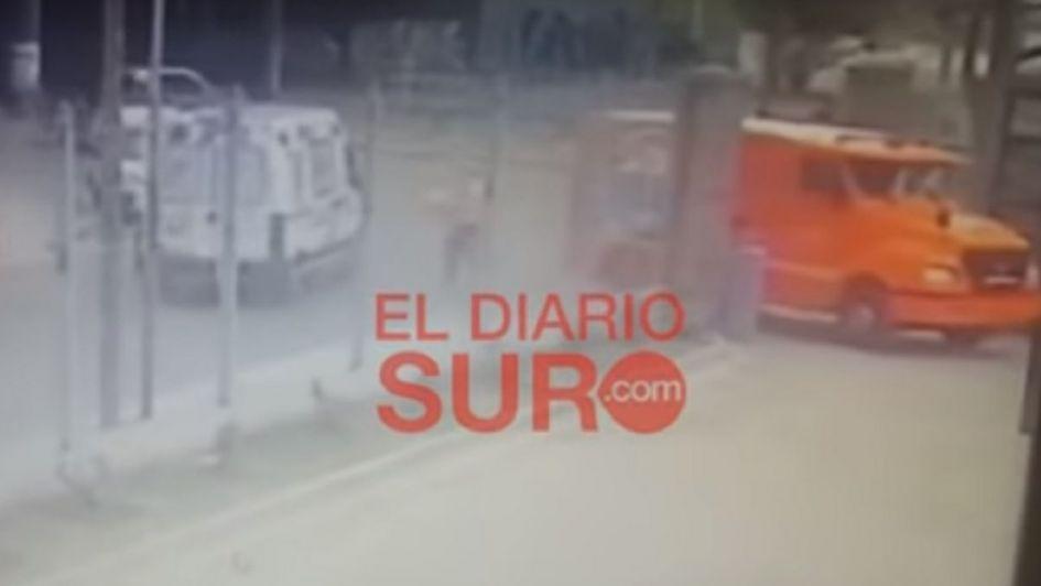 Video: dejaron la puerta abierta del camión blindado y les robaron un millón de pesos
