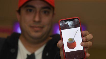 Emiliano Panelli, el mendocinocreador del emoji del mate.