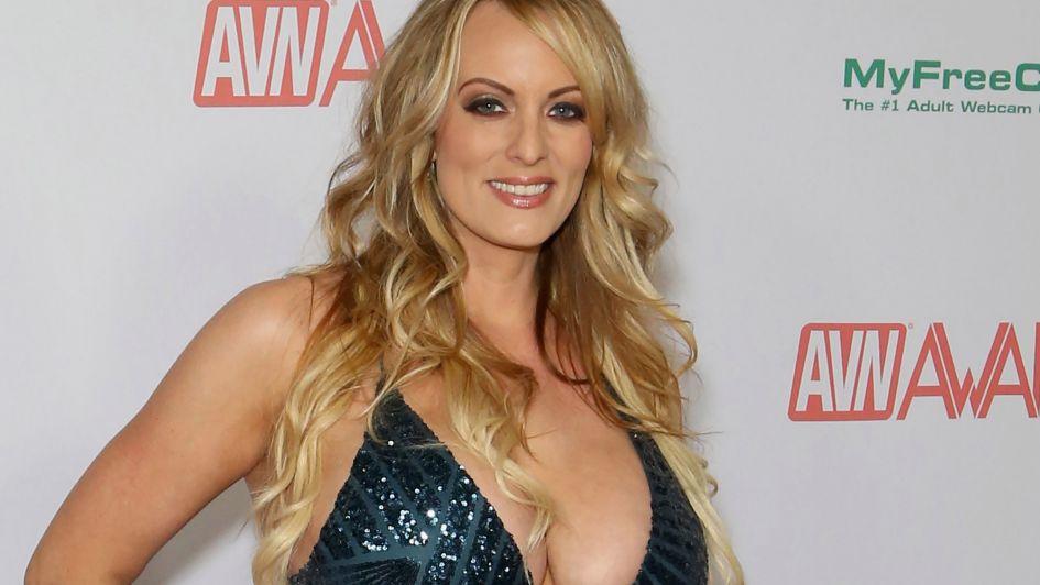 Detuvieron a la actriz porno Stormy Daniels por dejarse tocar en un striptease