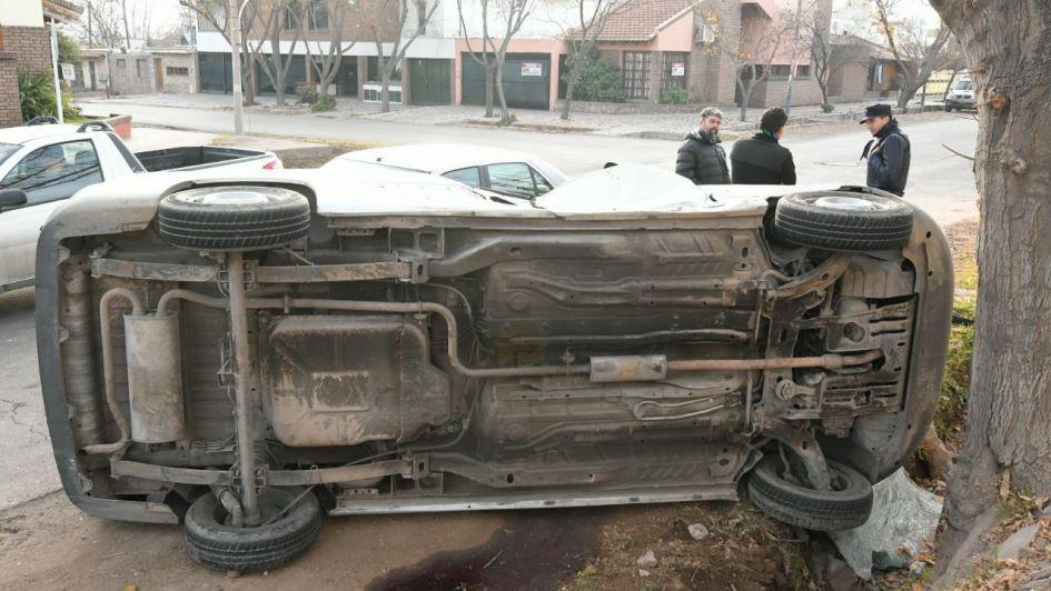 Un aparatoso choque y vuelco en Dorrego revolucionó el tránsito de la zona