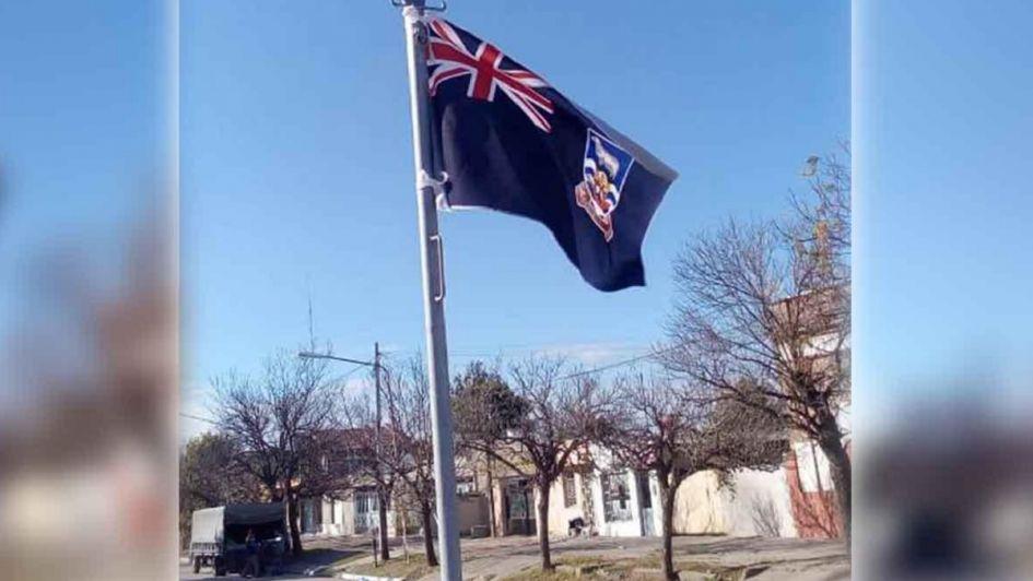 Polémica: izaron la bandera británica de Malvinas en un acto oficial por el 9 de Julio