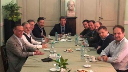 El martes Macri se juntó con gobernadores de la UCR. La próxima semana lo hará con los del PJ.
