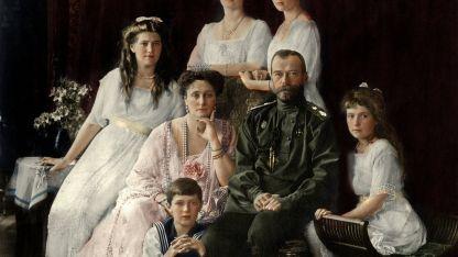 El último de los zares, junto a la zarina Alejandra y sus 5 hijos, en 1910, cuando mandaba Rusia en forma absoluta.