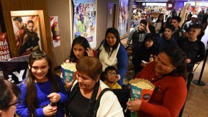 Con varios títulos que seducen a los pequeños, las salas de cine son un clásico para las tardes frías cuando no hay escuela.