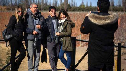 Fátima, José, Alejandro y María José llegaron desde Tucumán y se fueron directo a una bodega.