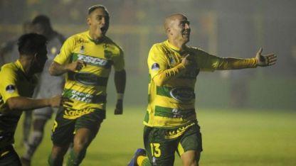 Almeida festeja el segundo gol del partido.