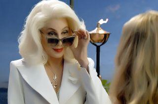 Una escena musical en la que se luce Cher en.