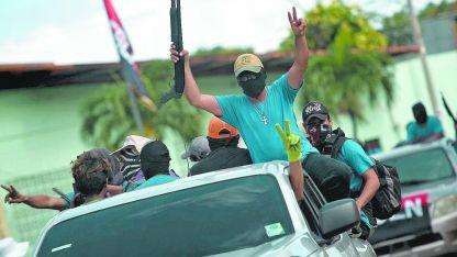 Paramilitares demostrando su poder en Nicaragua y reforzando así la preocupación internacional.