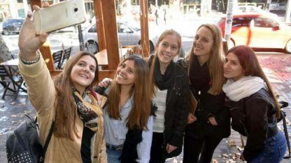 Rocío, Belén, Andrea, Marina y Mariana, después de almorzar en la Arístides