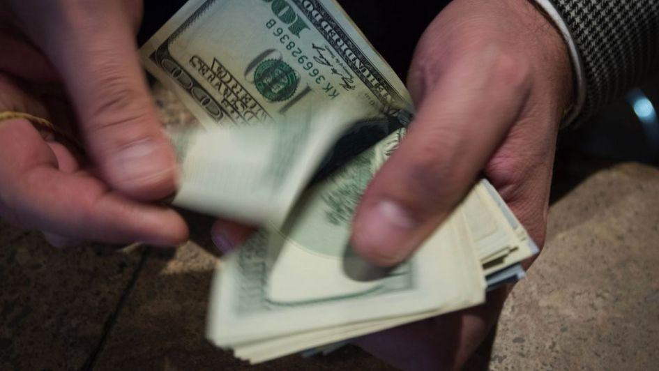 El dólar se mantiene en calma ante un futuro incierto