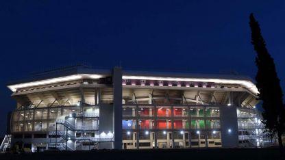 Una vista nocturna del coliseo del deporte mendocino que el sábado albergará Argentina-Colombia.