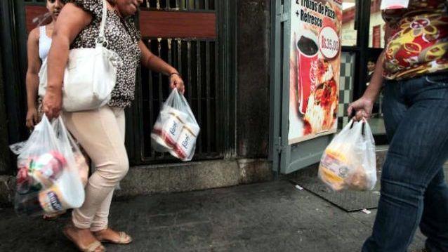 FMI pronostica inflación de 1 millón % para Venezuela en 2018