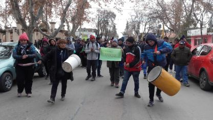Los peticionantes se manifestaron frente a la Municipalidad.