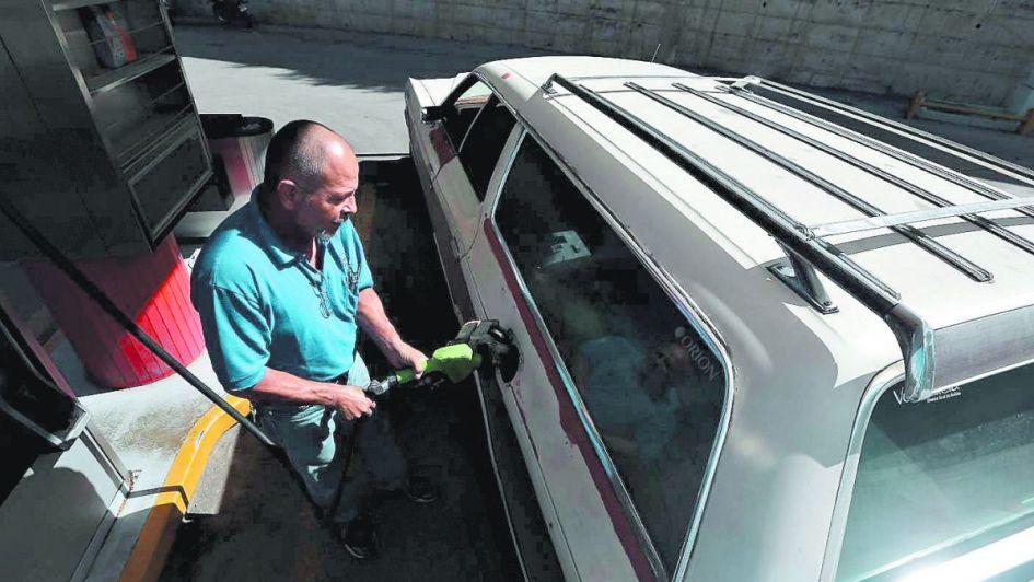Racionamiento de gasolina es consecuencia del colapso de Pdvsa, advierte Francisco Monaldi