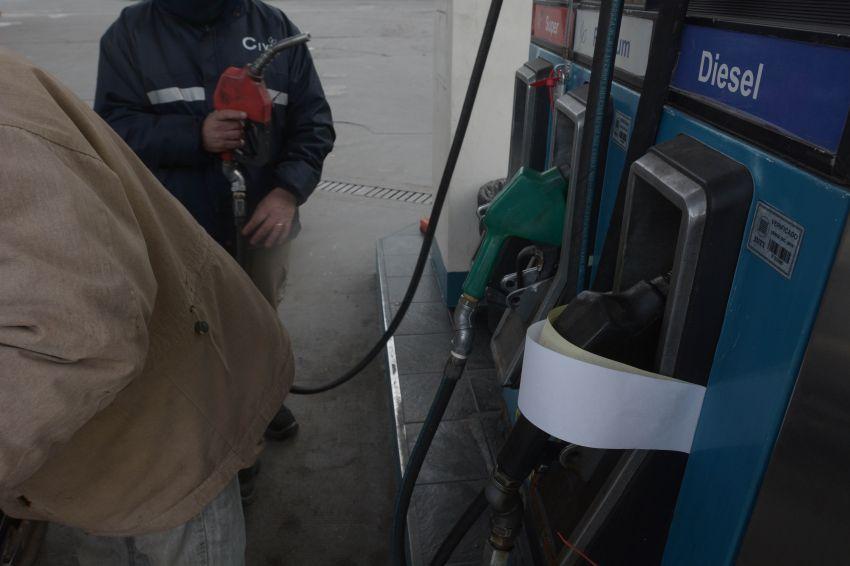 Se viene otro aumento en los precios de las naftas — Surtidores calientes