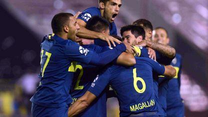 Apenas había comenzado el segundo tiempo, el defensor Paolo Goltz marcó el quinto y así recibió el saludo de todos sus compañeros.