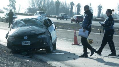 El VW Gol muestra los daños del incidente ocurrido sobre la ruta nacional 7.